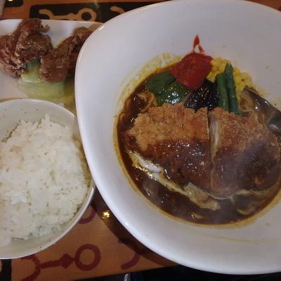 「リッチ(730円)ポークカツ(+350円)、Cセット」@カレーラーメンの店 華麺の写真