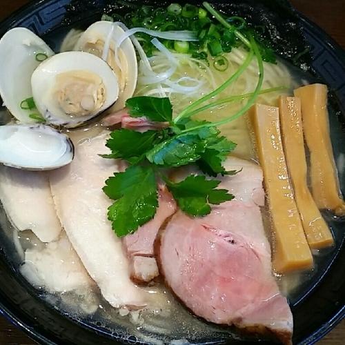 「【限定】鶏とハマグリの中華そば(塩)800円+チャーシュー増」@麺屋 天海の写真