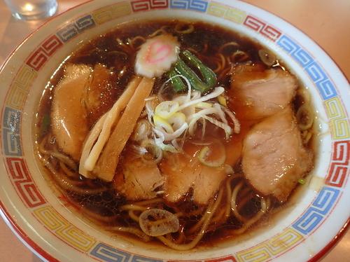 「伝・中麺・スープちょっと濃いめ・ミックスチャーシュー」@中華そば ますや本店 富田店の写真