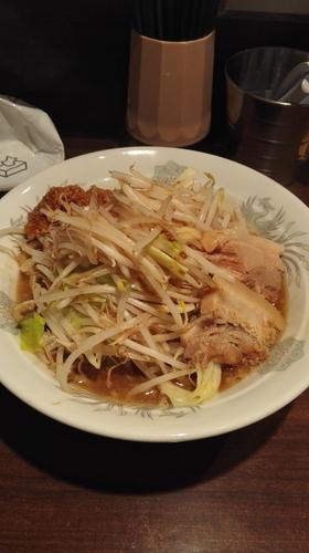 「醤油ラーメン(味濃いめ、ニンニク) 700円」@麺喰亭 まんぷくの写真