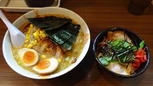 「みそまかないらーめん(1,100円)+チャーシュー丼」@らーめん治 らいおん 百草店の写真