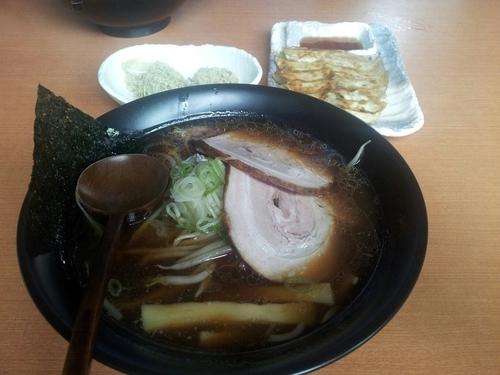 「焼きしょうゆラーメン大盛、1口餃子」@利尻らーめん 味楽の写真