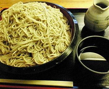 「恵み蕎麦 特盛り(650グラム) 800円」@京橋 恵み屋の写真