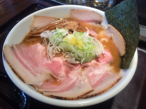 「濃厚で魚介の効いたスープに低温で煮込んだ特製やわらかチャーシュー」@麺屋 幡 弘前店の写真