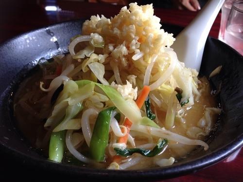 「野菜たっぷりニンニクラーメン チャーシュー別皿」@麺飯店 マラマラの写真