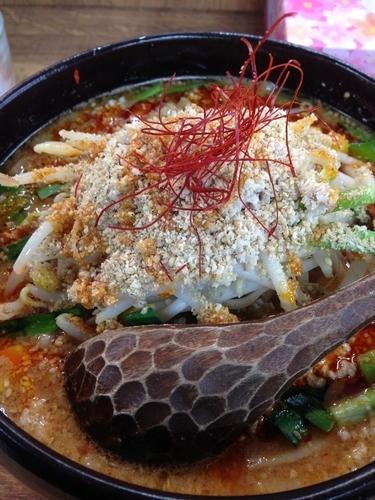 「濃厚ごまみそ担々麺 880円」@げんまん 鶴見西口店の写真