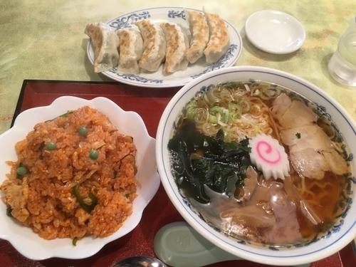 「Dセット、ラーメン&半チキンライス850円、餃子550円」@中華料理 八幡の写真