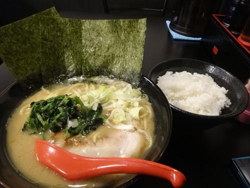 「醤油豚骨 大800円 +ライス並100円」@富士家系 直壱家の写真