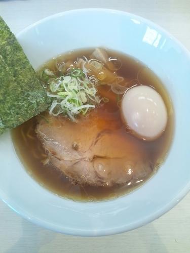 「らーめんしょうゆ(味玉トッピング)」@麺屋 志縁の写真