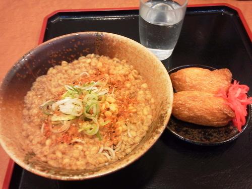 「たぬきそば+いなり」@えきめんや 横浜店の写真