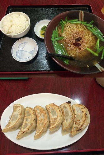 「ラーメンセット(台湾ラーメン+焼き餃子+ライス)750円」@易豊の写真