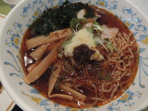 「醤油ラーメン280円(セルフニンニク&ラー油)」@東京大学 中央食堂の写真