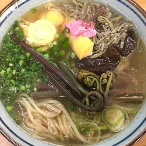 「旬の蕨蕎麦…塩 利尻 顎 青の三巴にてB1200円他」@MENYA 食い味の道有楽の写真