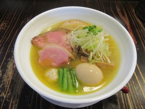 「吉田商店 麺や而今コラボ 芳醇貝出汁塩そば(700円)+味玉」@吉田商店の写真