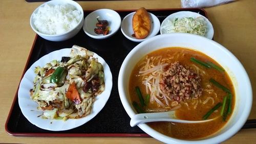 「日替わりランチ(回鍋肉+台湾味噌ラーメン)700円」@台湾料理 福福の写真