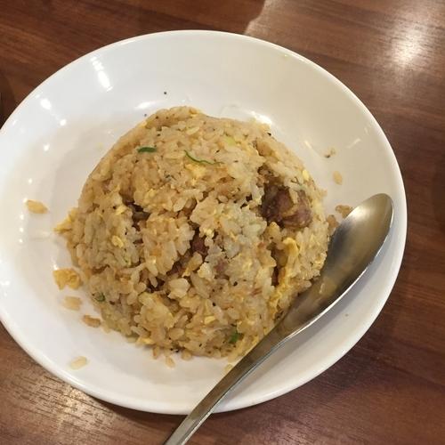 「牛ガーリック焼き飯」@広東酒家 らくらく 東池袋支店の写真