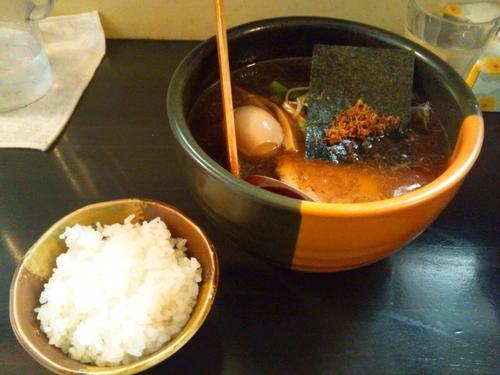 「味玉ラーメン(750円)+半ライス(100円)」@らーめん まといの写真