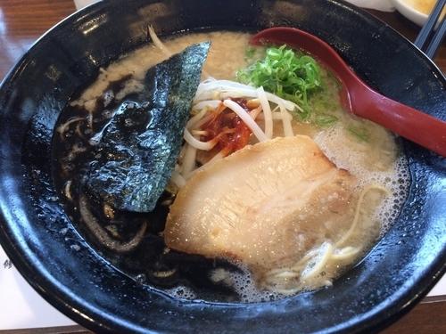 「豚骨ラーメン 黒620円 替え玉100円」@武蔵の写真