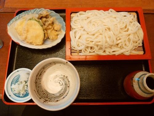 「ズッキーニと舞茸の天ぷら付きもりうどん900円」@そば処 きのえねの写真