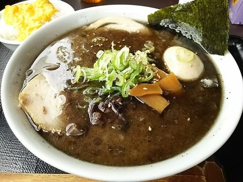 「特製とんこつらーめん 黒+㋱セット(チャーシュー、たまご丼)」@本節鰹だしらぁめん めん組 松本店の写真
