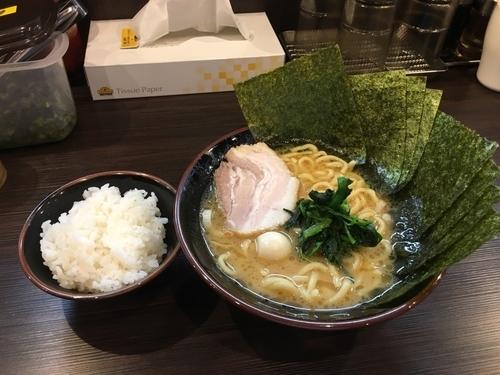 「ラーメン(醤油、海苔増し)+小ライス」@大黒家MAXの写真