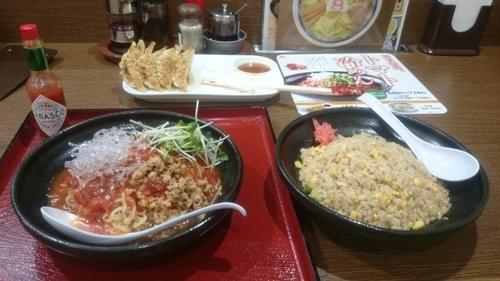「トマト冷めん、チャーハン、餃子W」@8番ラーメン 犀川大橋店の写真