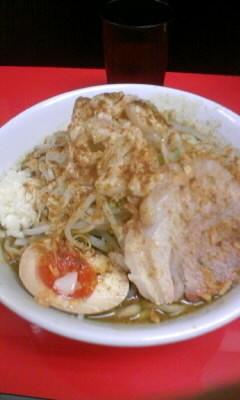 「ラーメン中(ニンニク、アブラ)+味変更(カレー)850円」@びんびん豚の写真