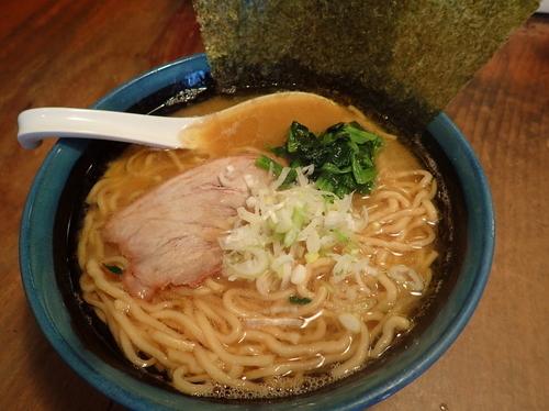 「ラーメン 麺硬め+味濃いめ+油多目」@豚骨醤油らーめん 福気の写真