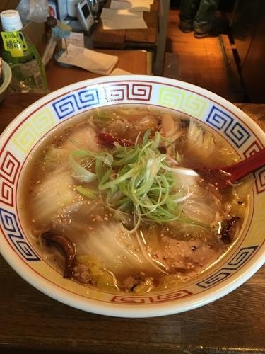 「辛口白菜ラーメン 650円」@餃子と麺 いせのじょう 高架下店の写真