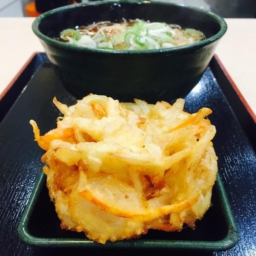 「かけ(¥320)+かき揚げ(クーポン)」@ゆで太郎 淡路町店の写真