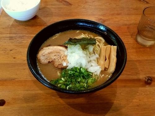 「濃厚魚介豚骨らーめん」@麺や 飛来の写真