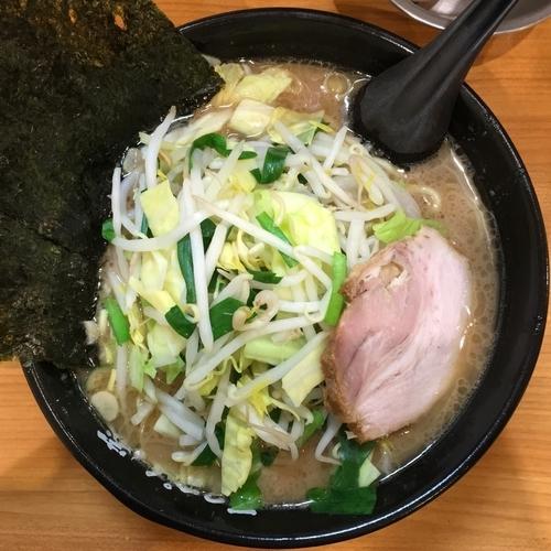 「【土日限定】野菜ラーメン750円(カタめ)」@横浜ラーメン てっぺん家 元住吉店の写真