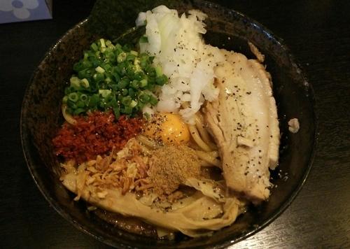 「【限定】味噌まぜそばブラックっ 800円」@二代目狼煙 本店 葉隠製麺の写真