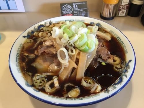 「富山ブラックラーメン大盛り麺硬めネギ多め」@喜八の写真