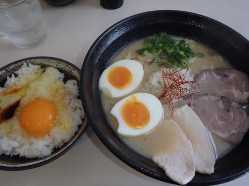 「得のせ鶏そば(900円)、玉子かけごはん(200円)」@麺処 いつかの写真