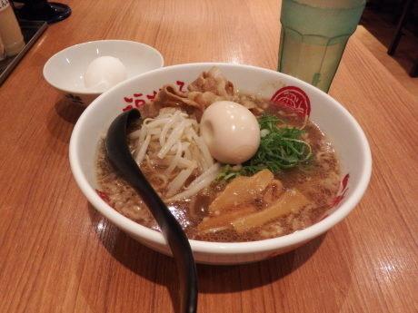 「中華そば 徳島ラーメン+味玉」@徳島中華そば 徳福 川崎モアーズ店の写真