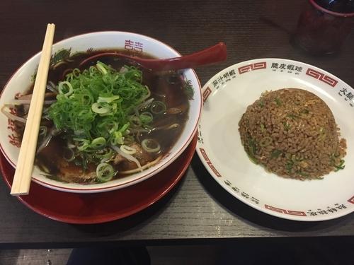 「中華そば(並)+焼き飯小 950円」@新福菜館 秋葉原店の写真