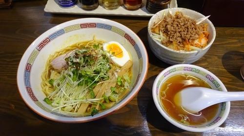 「カレー油そば(680円)+中盛り(50円)+そぼろキムチ丼」@宝華らぁめん 国分寺店の写真