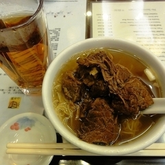 麥奀雲呑麺世家 香港山頂道118號1c店の写真