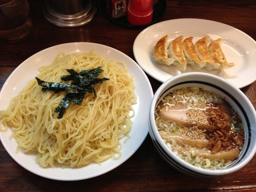 「鶏塩ざる+餃子」@つけ麺処 くっちゃいな 環七通り店の写真