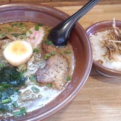 元祖ごまらぁ麺 宝龍の写真