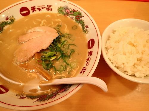 「ラーメンライスセット 麺硬め+スープ多目+ニンニク薬味」@天下一品 恵比寿店の写真