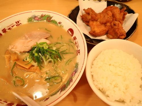 「から揚げ定食 麺硬め スープ多目」@天下一品 恵比寿店の写真