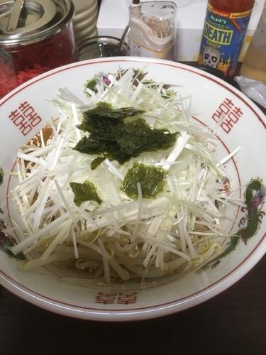 「油そば(太麺)680円、正油ラーメン(太麺)580円」@ラーメン志の写真