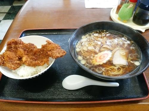 「①番!ソースカツ丼(一枚丼)+しょうゆラーメン710円」@ニコニコ亭の写真
