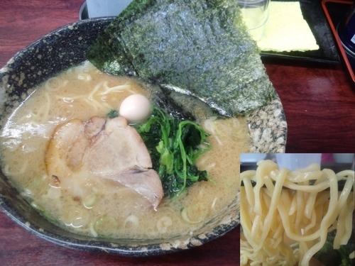 「ラーメン中盛 クーポンで海苔増し700円」@麺場 ちゃっちゃかの写真