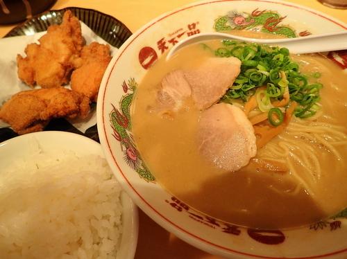 「から揚げ定食 麺硬め+スープ多目」@天下一品 恵比寿店の写真