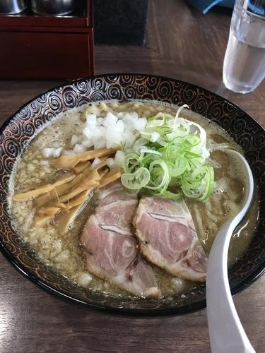 「EZO6 限定 背脂煮干醤油ラーメン 800円」@我流麺舞 飛燕の写真