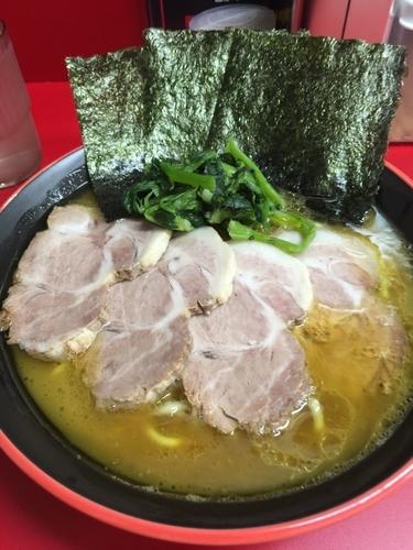 「チャーシュー麺中盛980円、硬め濃いめ」@横濱家系ラーメン 勝鬨家の写真