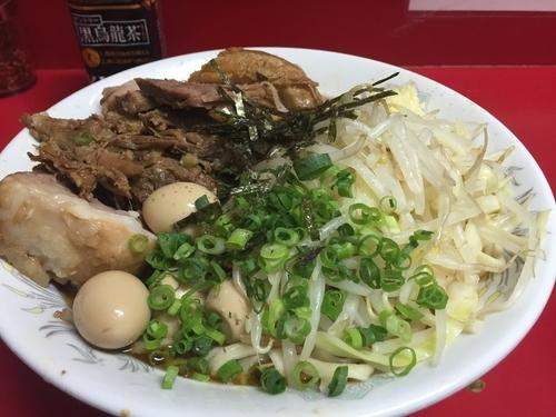 「小豚+油そば(ニンニク少なめ)+うずら」@ラーメン二郎 西台駅前店の写真